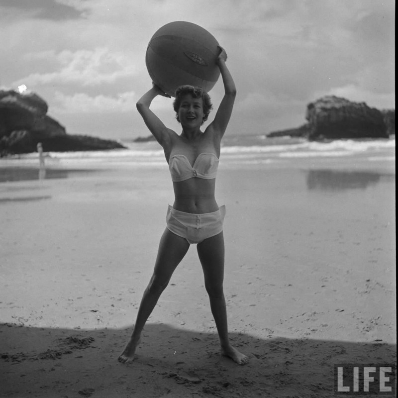 gordon-parks-beach-fashions-17