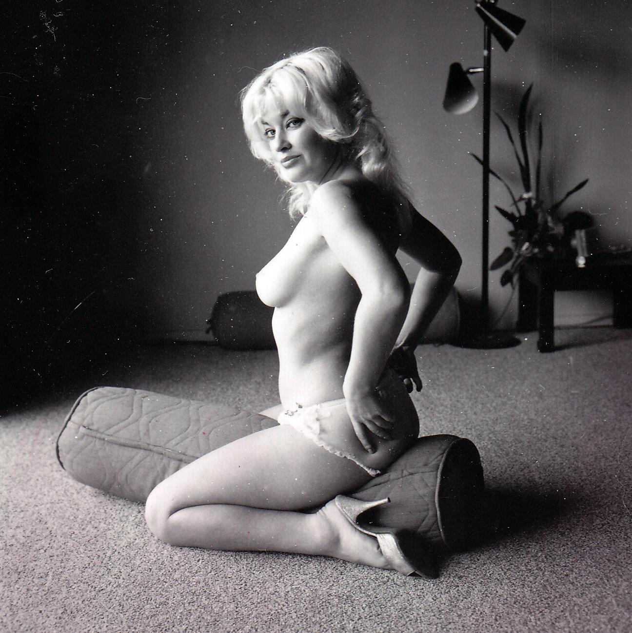 Sexy Blonde '1965 (NSFW)