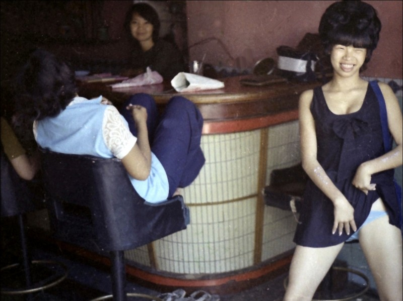 vietnamese-bar-girls-1