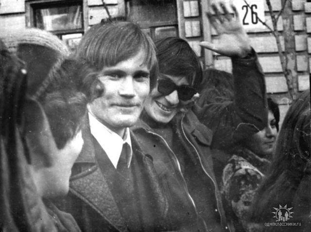 1977 Зуфар и Сергей на демонстрации 7 ноября.