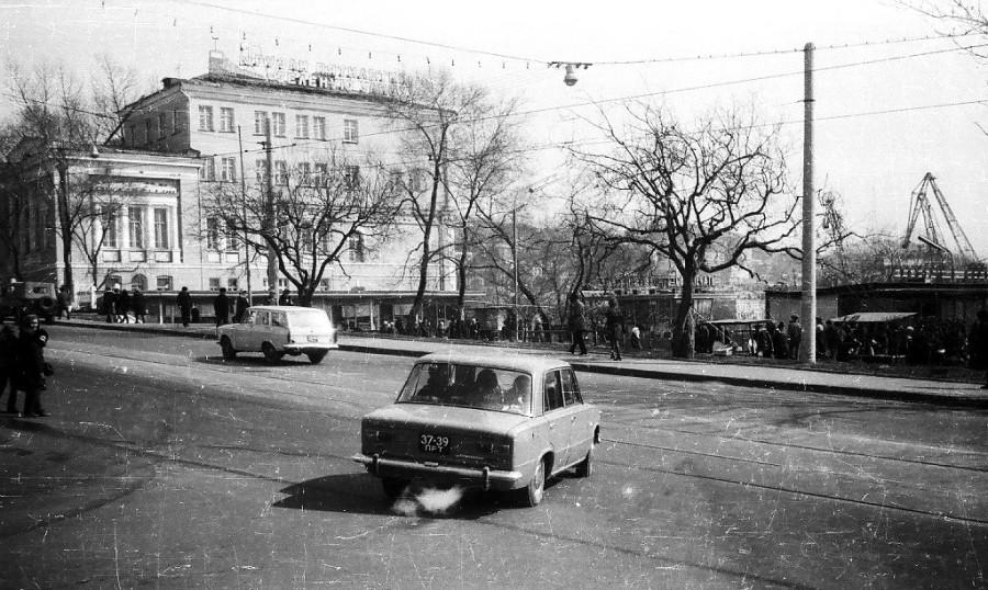 1975 г. перекресток Алеутская - 1-я Морская возле ж.д. вокзала