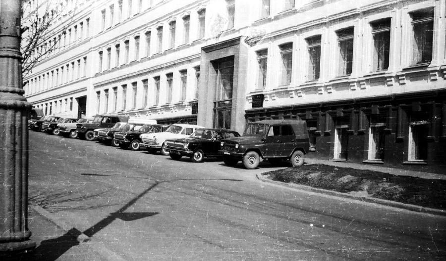 1975 г. ул. 1-я Морская, автотранспорта в то время ещё было не много.