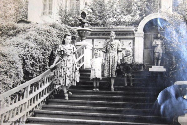 Лестница в парке ДОФ 1950год.Сергей Побережный+.1.jpg