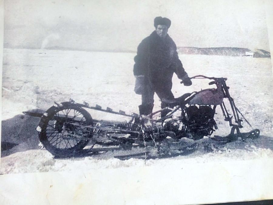 На базе HARLEY-DAVIDSON WLA-42. остров Байдуков. 1967 г. Фото Альбина Войтович (Марченко)..jpg