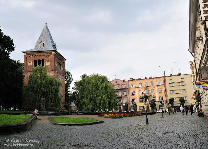 площа перед костелом св.Бартоломея