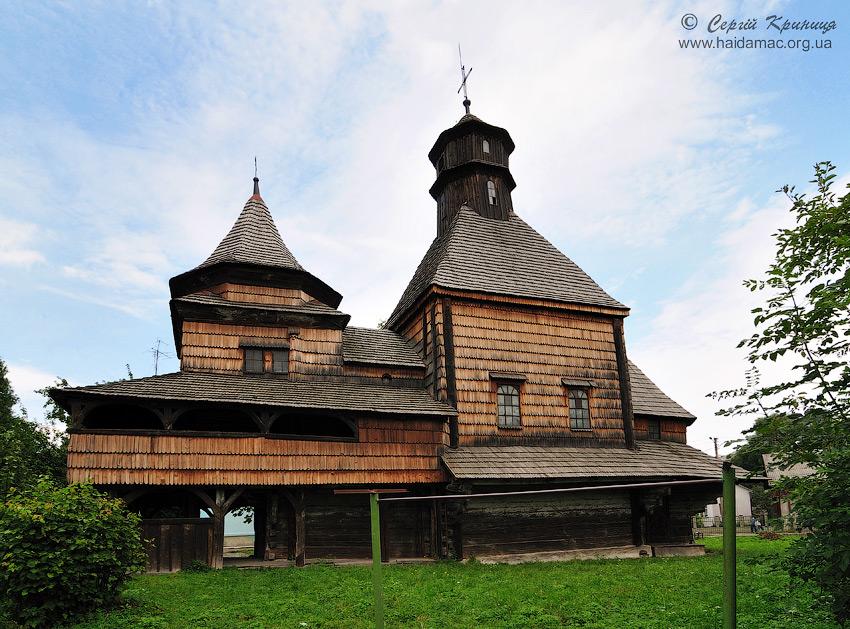 Здвиженська церква, вид з двору