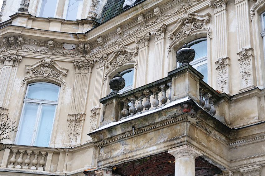 балкон над входом з вул.Мельника