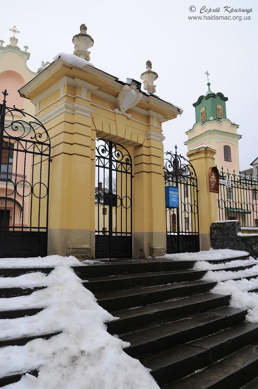ворота костелу