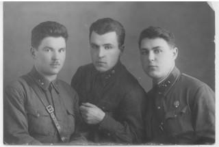 Апрель 1941 года. Офицерская учебка в Ярославле. Дед готовится бить врага на его территории.