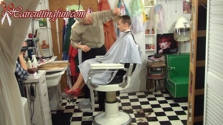 dawn_brushhaircut_inthechair