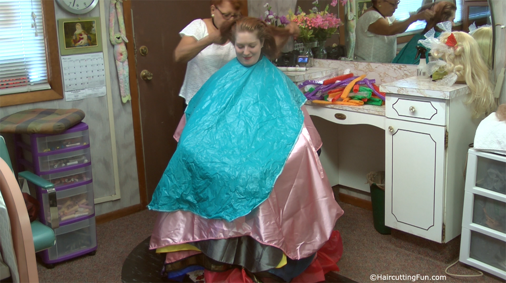 Photos From 37 Capes At The Beauty Salon Haircuttingfun