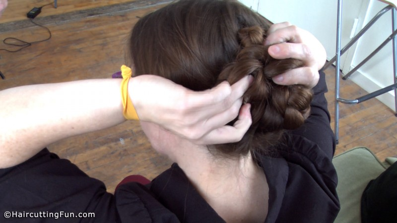 Only on clips holds this massive hair, wow