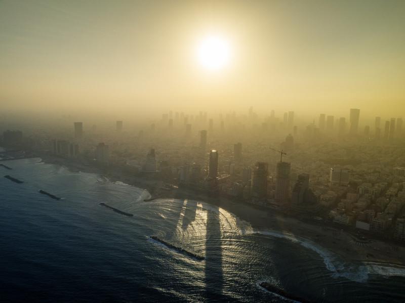 Ну и ещё вид с моря на Тель-Авив. Вообще это пост не про картинки, но потом ещё буду выкладывать