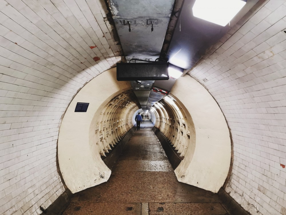 Пешеходный тоннель под Темзой, случайно нашли)
