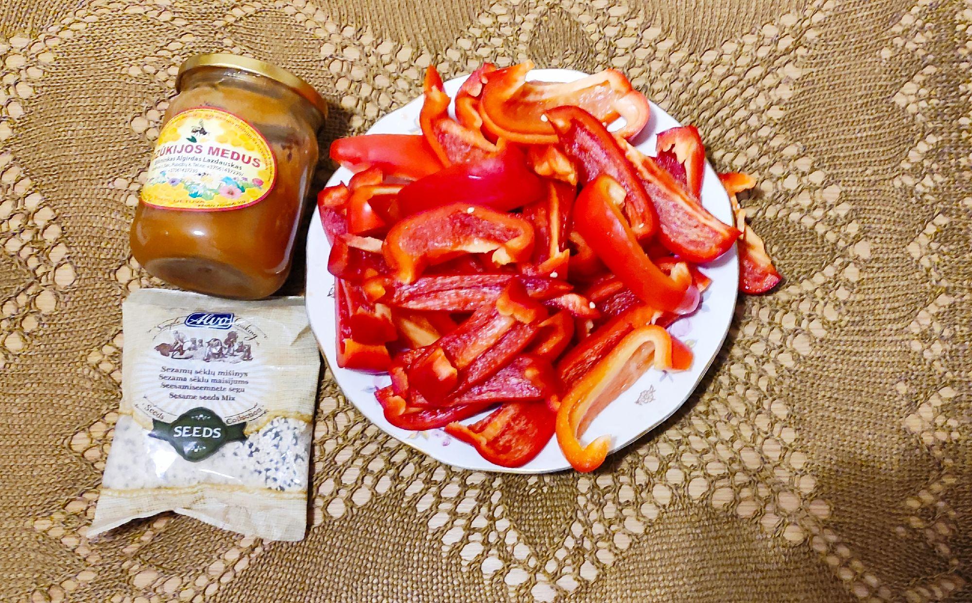 Паприка, мёд и сезам