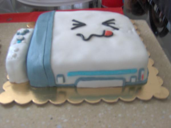 Wii_Cake_by_Xvane
