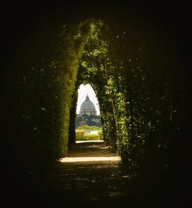 21-Peek-Through-the-Secret-Keyhole-in-the-Aventino