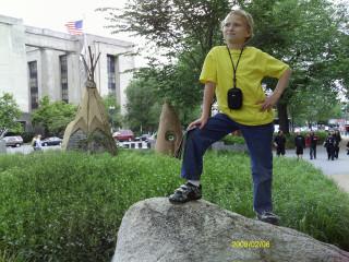 Миша у музея американского искусства в Вашингтоне