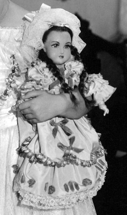 1939_Emily_The wax doll used in The Little Princess being held by Shirley Temple_cr