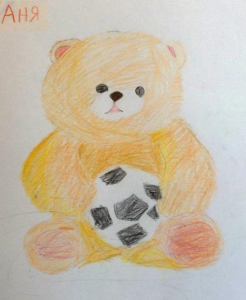 «Медвежонок футболист». Рисование с натуры. Цветные карандаши. Аня, 5 лет.