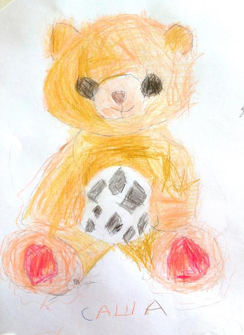 «Медвежонок футболист». Рисование с натуры. Цветные карандаши. Саша, 6 лет.