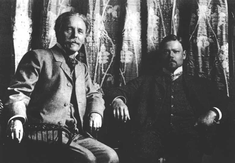 Karl_May_with_Sascha_Schneider,_1904.jpg