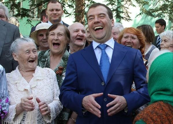 Картинки по запросу Пенсионер вернул Дмитрию Медведеву добавку к пенсии