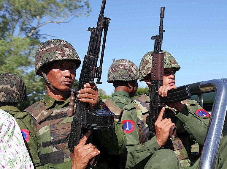 Солдаты армии Мьянмы на задании