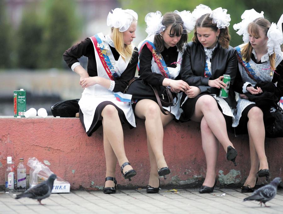 как пьяные школьницы повеселили на выпускном фото