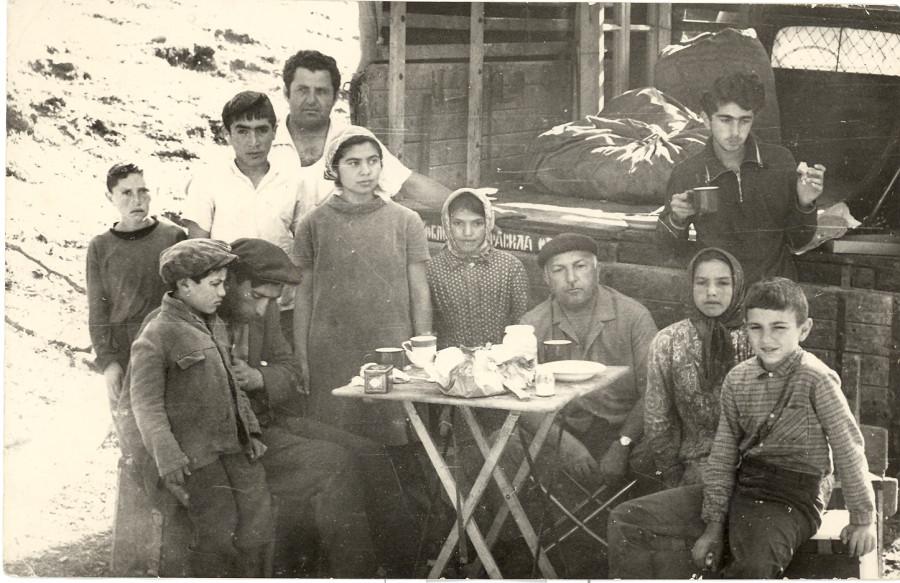 в экспедици с сыном Расимом и Рауфом