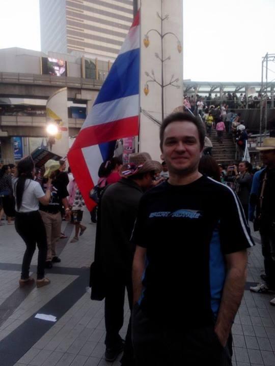 Я на демонстрации.