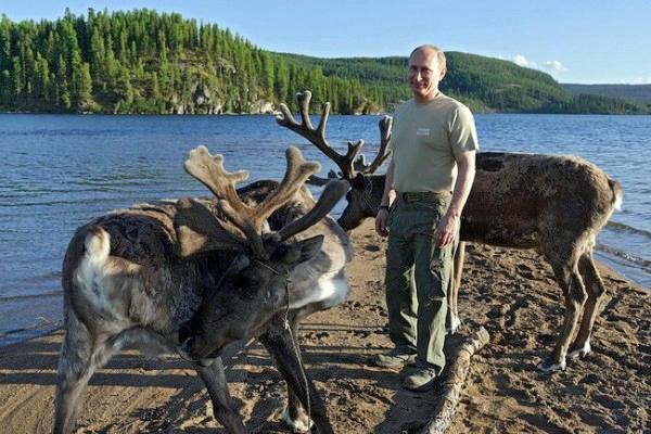 Новость дня! Владимир Путин два часа гонялся за щукой.