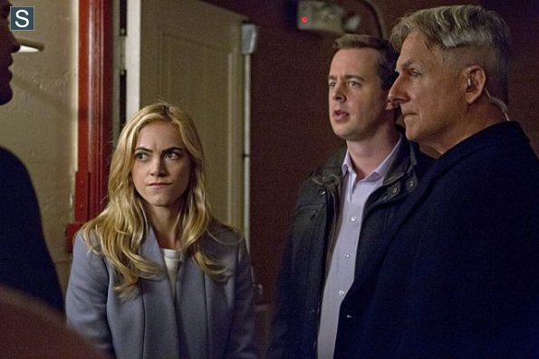 NCIS - Episode 11.17 - Rock and a Hard Place - Promotional Photos (2)_595_slogo