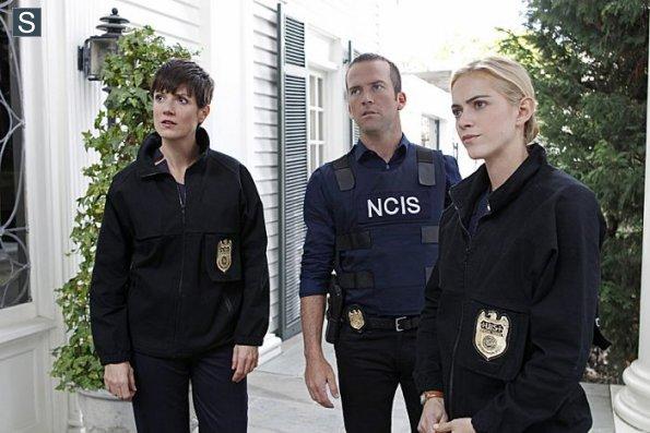 NCIS - Episode 11.19 - Crescent City - Part II - Promotional Photos (4)_595_slogo