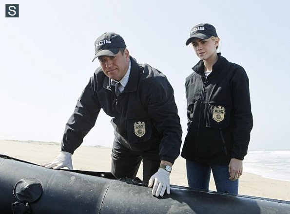 NCIS - Episode 11.24 - Honor Thy Father - Promotional Photos (2)_595_slogo