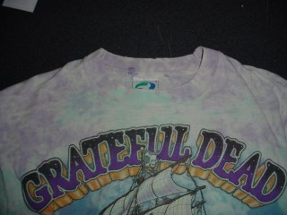 Greatful Dead shirt - problem at top