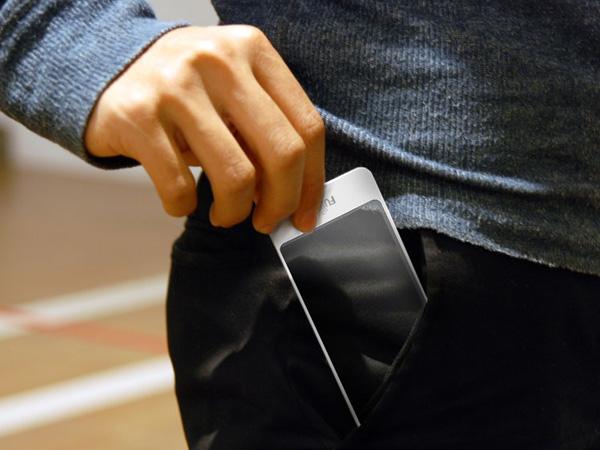 BRICK телефон будущего с прозрачным дисплеем