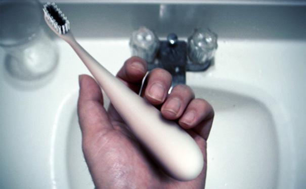 Зубная щетка DEWS