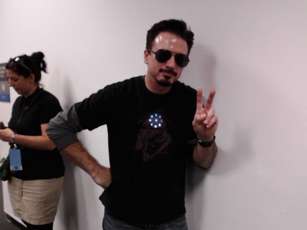 cosplay looks like RDJ Tony Stark