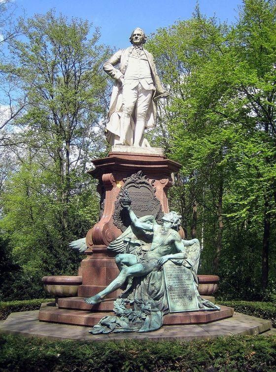 памятник Лессингу в Берлине