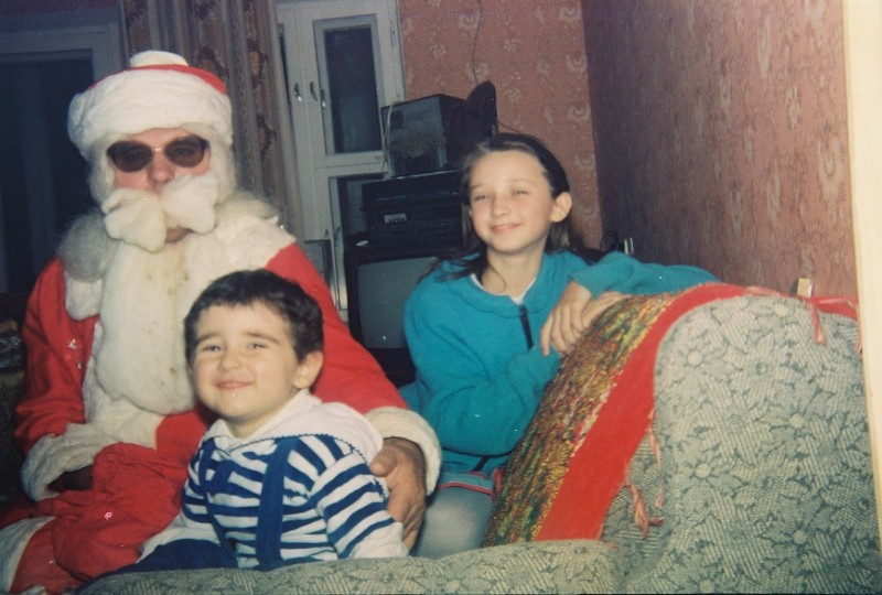 Папа с внуками, — Оксаной и Стасом. Киев, Тростянецкая, 5А, 1990е.