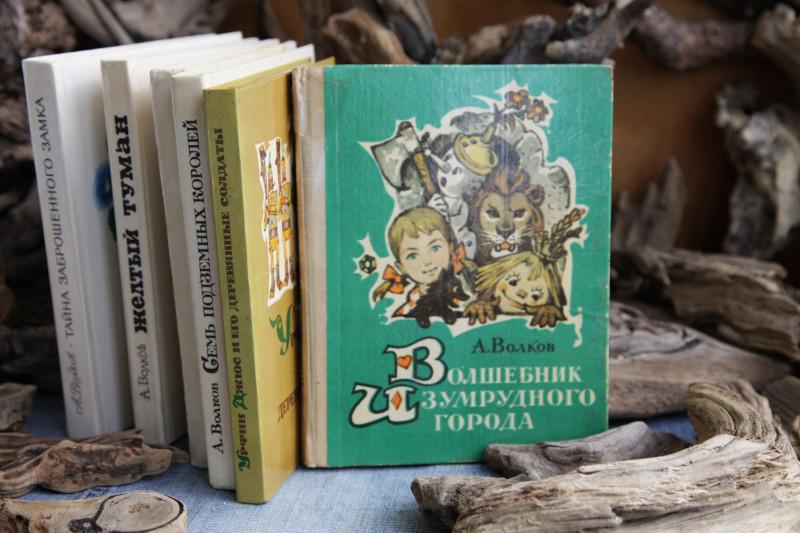 Иллюстрации Л. Владимирского - именно им отдают предпочтение и сейчас. Да и само это издание пользуется популярностью в Приморье.