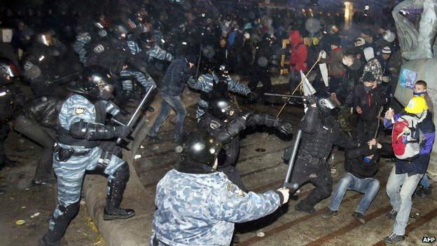 131201005723_ukraine_protests_624x351_afp_nocredit