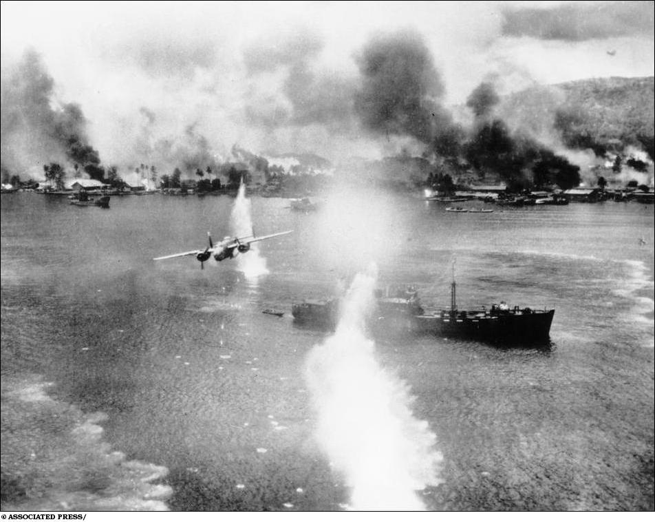 Американцы бомбят флот Японии в Новой Британии