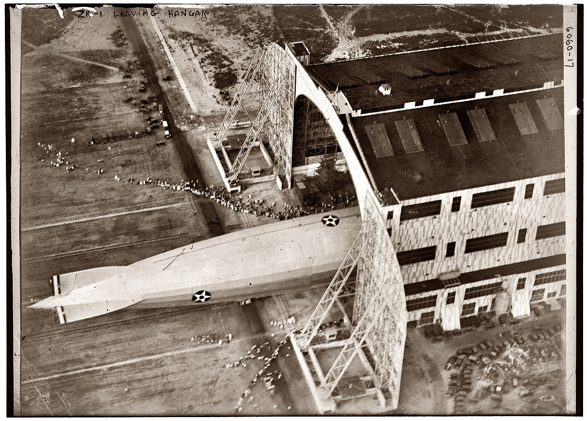 the_airship_zr_leaving_its_hangar_at_lakehurst_naval_air_high_resolution_desktop_1200x860_wallpaper-361931