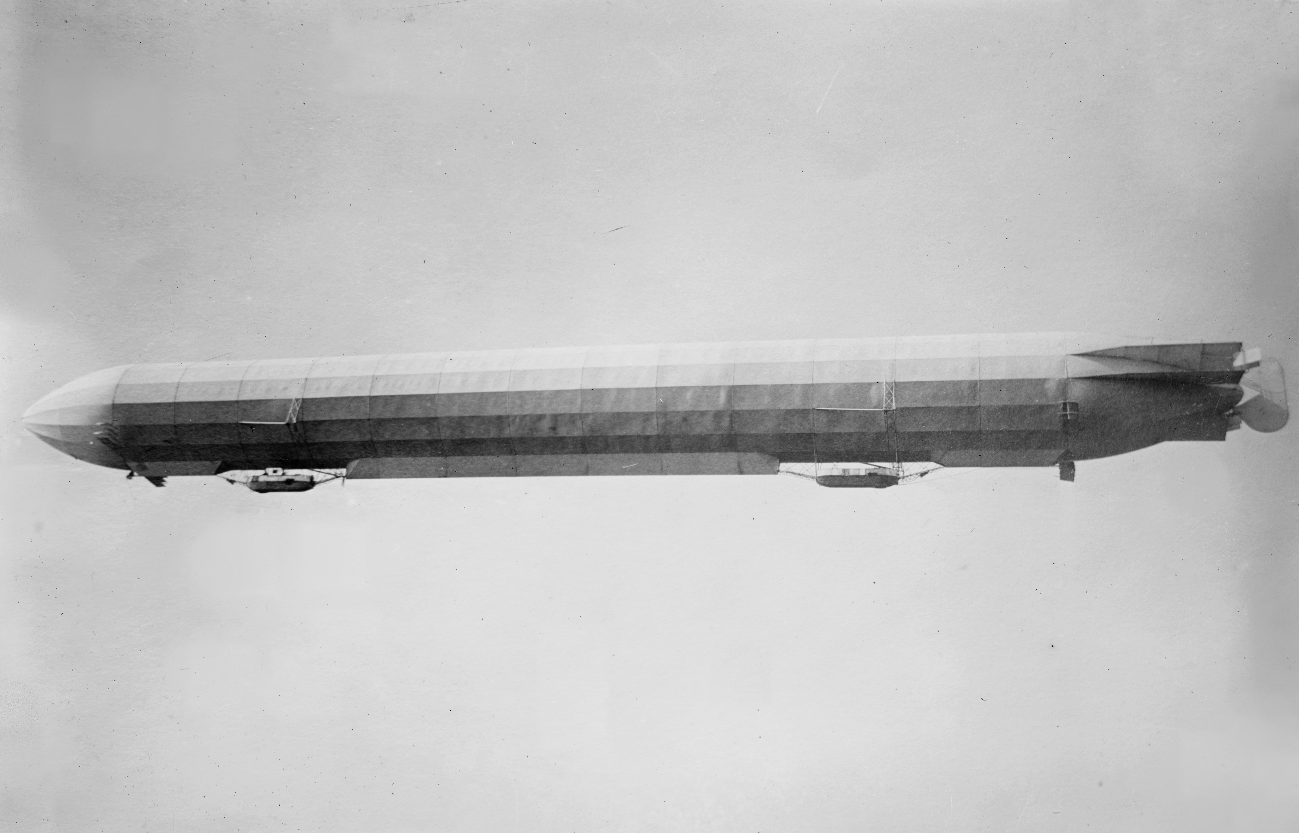 Zeppelin_III_in_flight