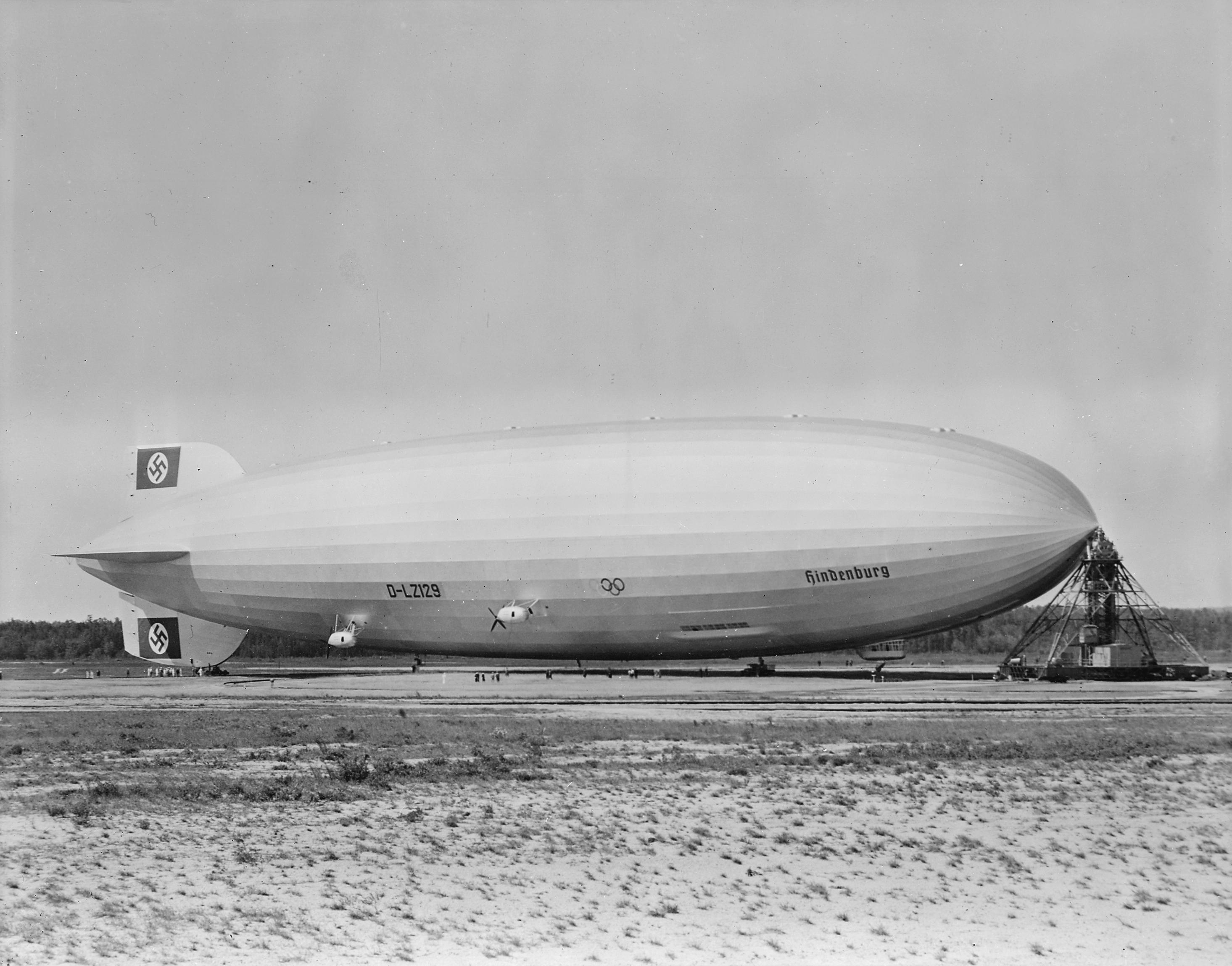Hindenburg_at_lakehurst