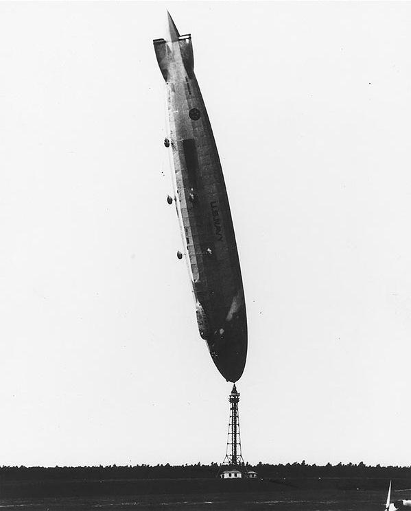 ZR3_USS_Los_Angeles_upright