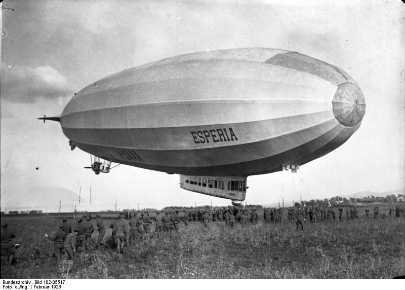 Bundesarchiv_Bild_102-05517,_Zeppelin-Luftschiff_-Esperia-
