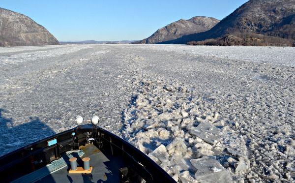 hudson-river-boat-ice